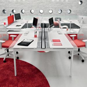 scrivania per ufficio in legno