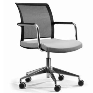 sedia-visitatore-per-ufficio-impilabile-con-struttura-a-slitta-e-braccioli-schienale-in-rete-e-seduta-imbottita-disponibili-diverse-finiture