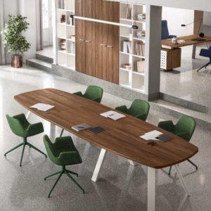 tavolo riunioni con gamba in metallo e piano in legno
