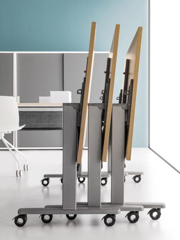 scrivania con piano ribaltabile su ruote